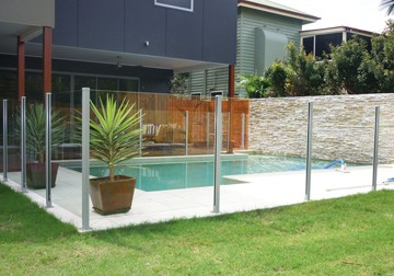 Semi-Frameless-Glass-Pool